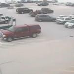 Vídeo: Un conductor de 92 años choca con diez coches