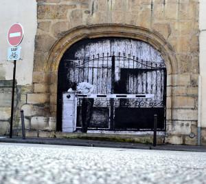 street-art-in-paris-by-levalet-16