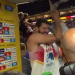 Vídeo: Mirotic rompe una bandera y podría ser expulsado del Eurobasket