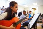 Las clases de música mejoran las notas de los estudiantes